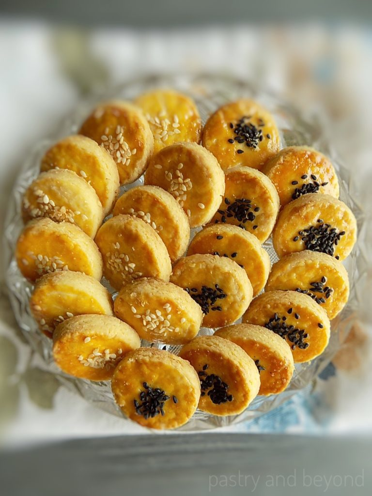 Crunchy Savory Cookies on a glass plate.